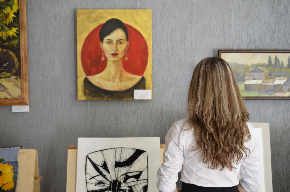 At beherske sig med sit galleri derhjemme